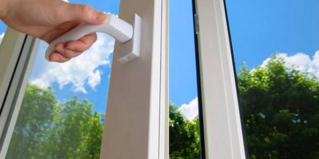 Остекление балкона как вынужденная мера защиты квартиры и другого имущества