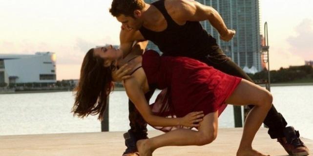 В чём танцевать хастл