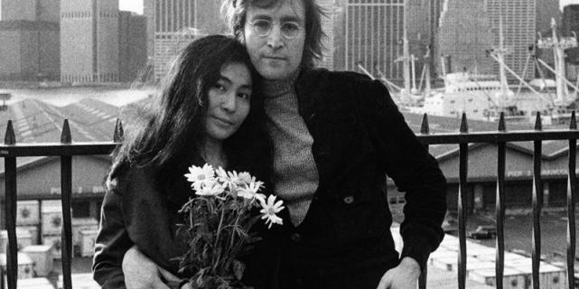 В постели с Джоном Ленноном: на Youtube выложен уникальный ролик