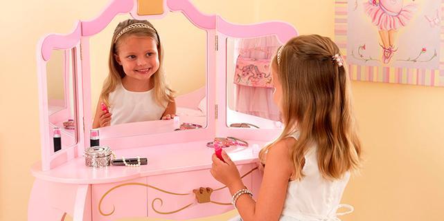 Игрушечный туалетный столик для девочки